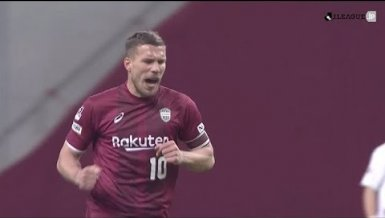 Podolski mit Traumtor-Doppelpack in Japan