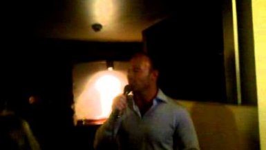 Alan Shearer singt »All Night Long«!