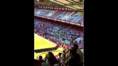 Werder Fans singen Wonderwall in West Ham
