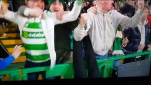 Celtic-Fan mit Jubel-Fail beim Siegtor