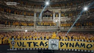 Die komplette Semperoper in Dresden voller Dynamo-Ultras