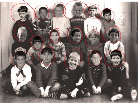 Remember the school picture of Manuel Neuer & Mesut Ozil? It was fake! [11 Freunde]